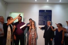 Padre Cristiano Robles dandoa  benção ao novo prédio